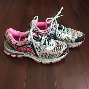 Asics GT-2000 3 Womens Shoes Size 6.5 T550N
